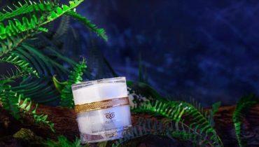 Kem dưỡng trắng Aqua Whitening Tone Up Cream có tốt không?