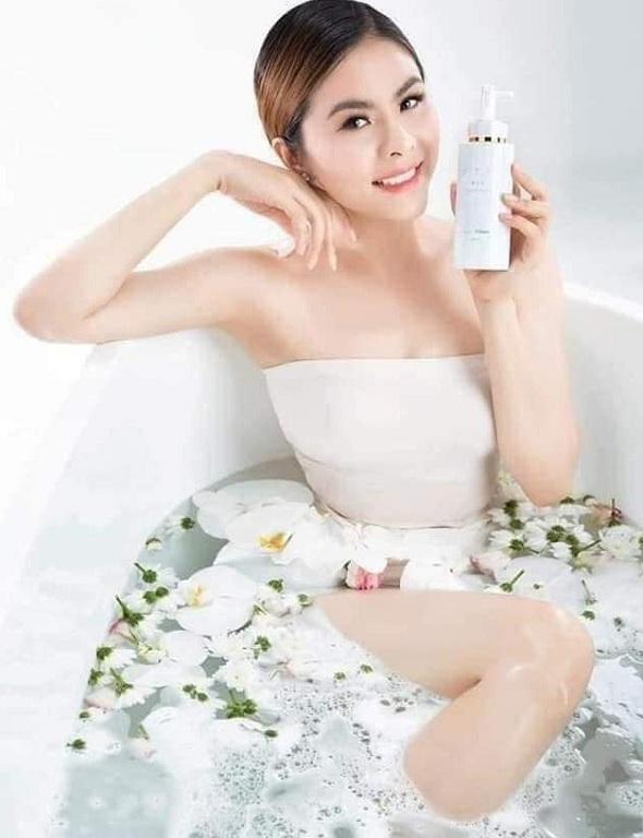 Sữa tắm trắng hương nước hoa Petit Cochon 300ml mới 9